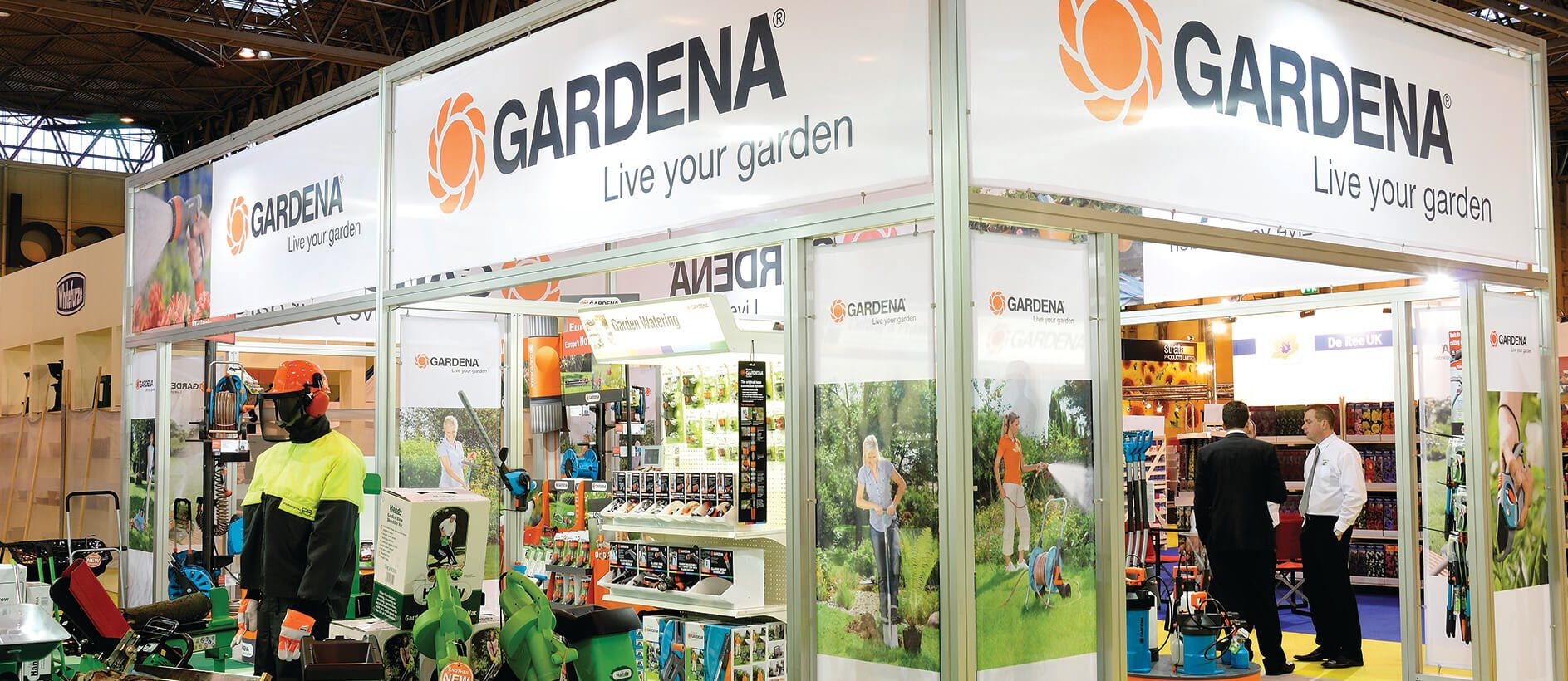Custom modular display for Gardena including exhibition graphics