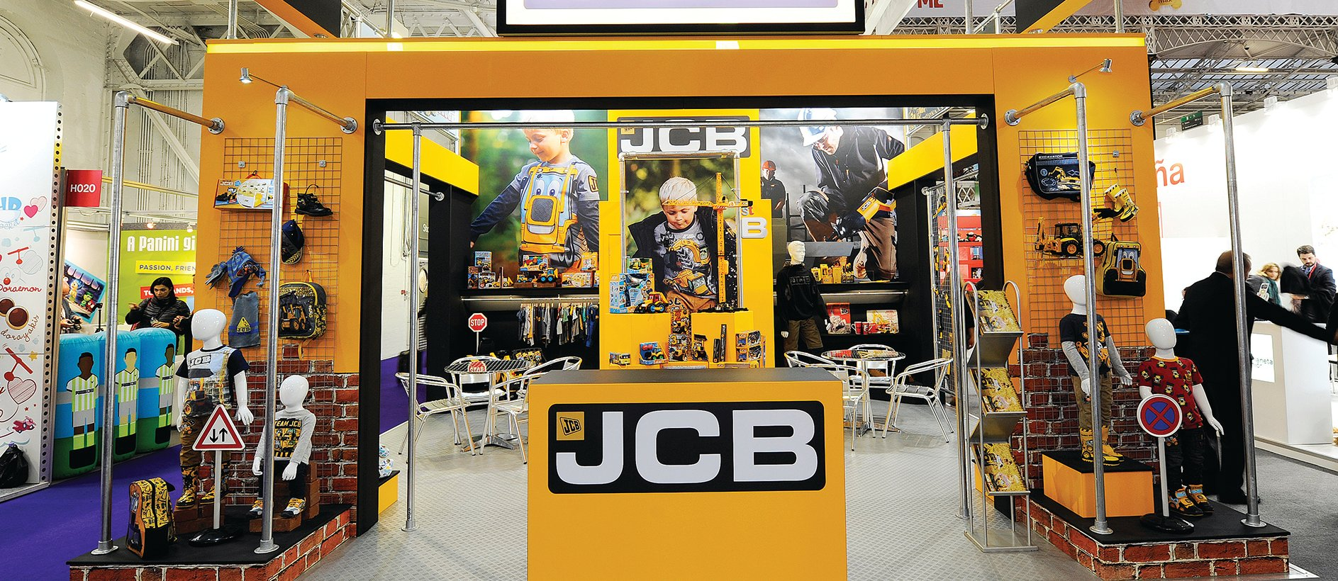 Exhibition Shell Yard : Large exhibition stand for jcb bespoke build exhibit